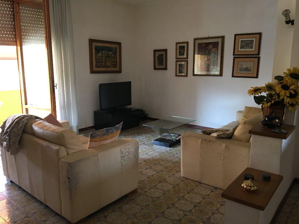 Appartamento in vendita a Calcinaia, 7 locali, prezzo € 140.000 | CambioCasa.it