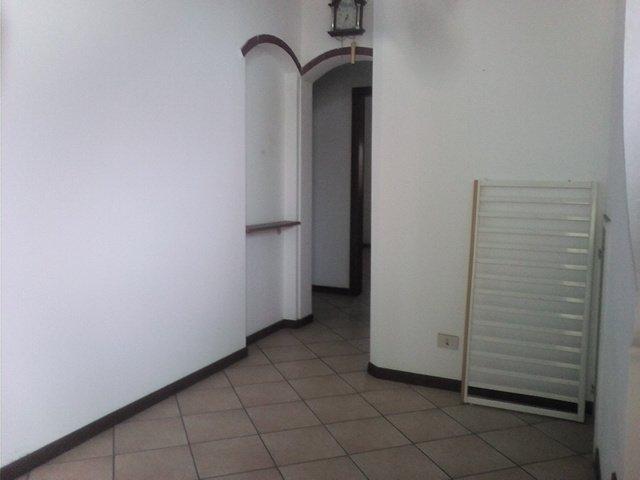 Appartamento in vendita a Viareggio, 7 locali, prezzo € 105.000 | CambioCasa.it