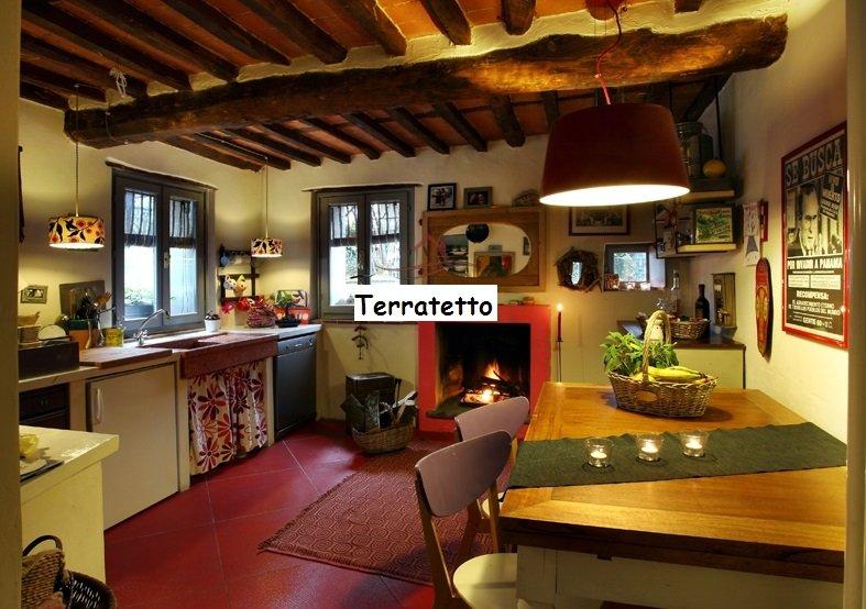 Soluzione Indipendente in vendita a Camaiore, 5 locali, prezzo € 260.000 | CambioCasa.it
