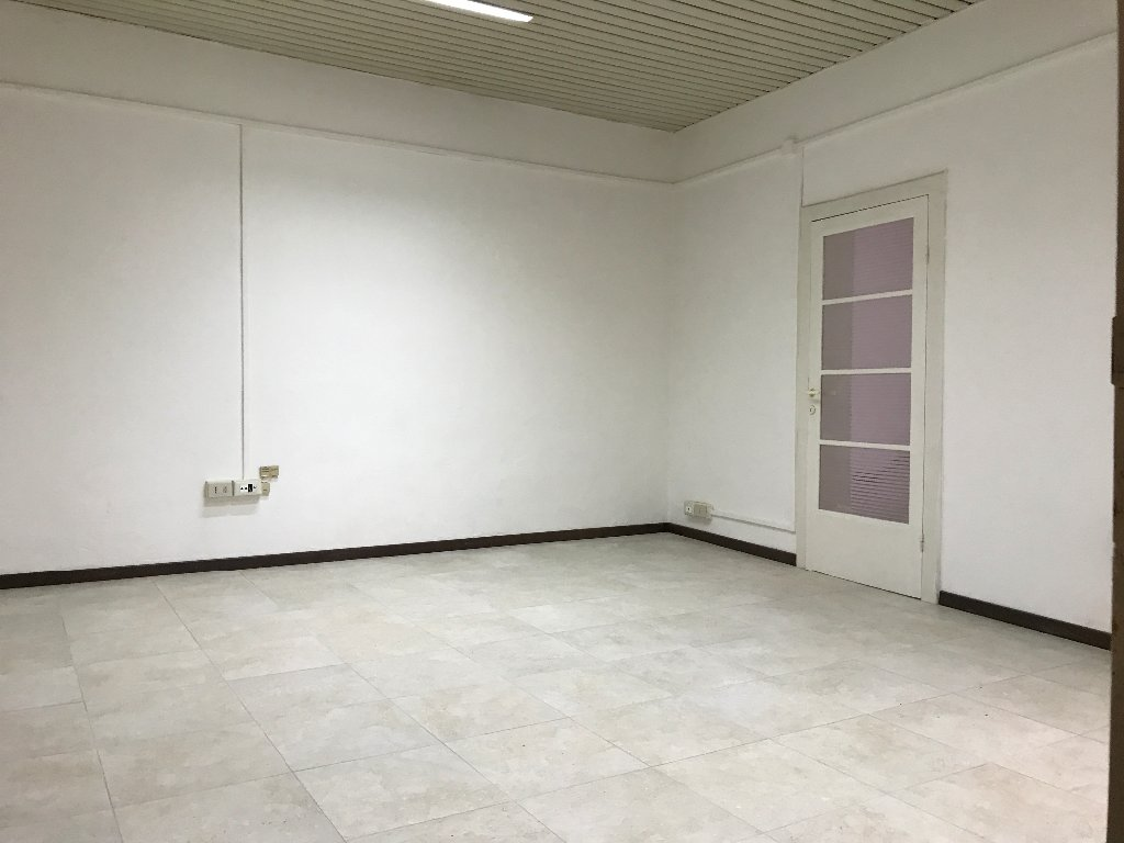 Ufficio in affitto commerciale a Cascina (PI)