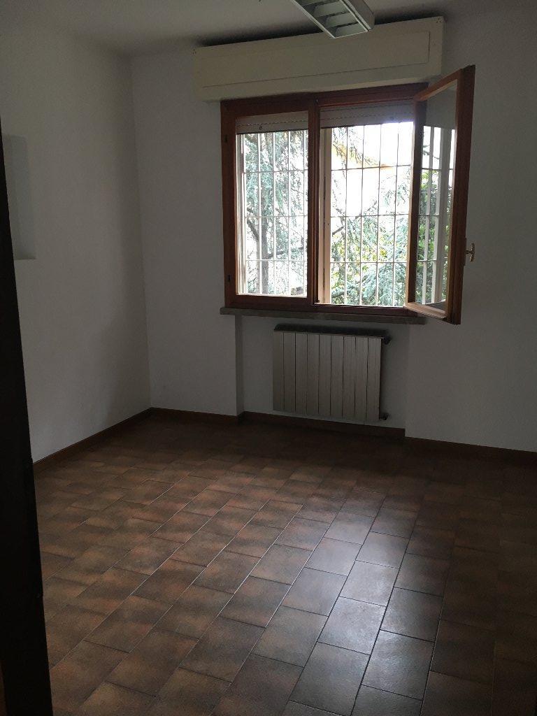 Negozio / Locale in affitto a Pisa, 2 locali, prezzo € 500 | CambioCasa.it