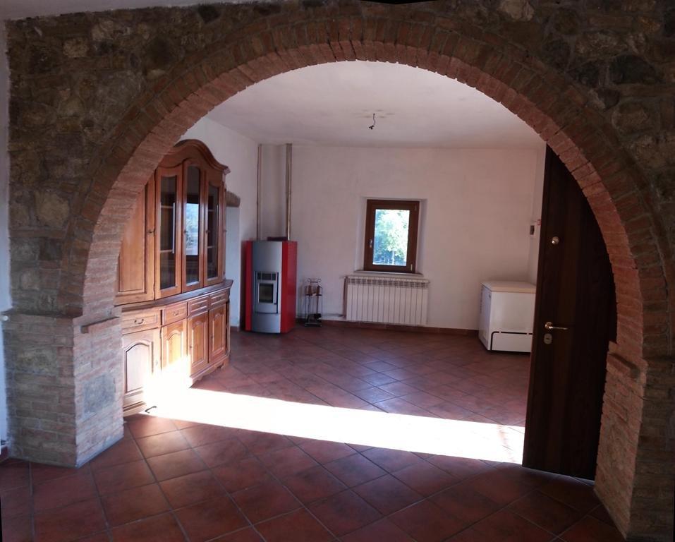 Rustico / Casale in vendita a Colle di Val d'Elsa, 4 locali, prezzo € 185.000 | CambioCasa.it