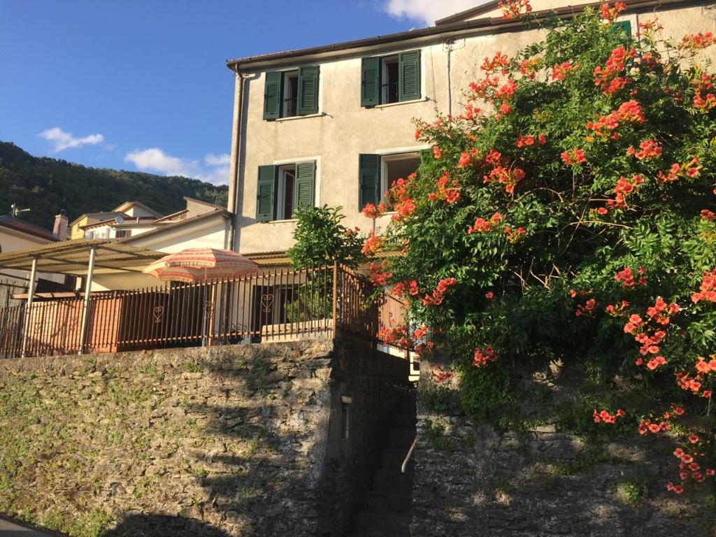 Soluzione Indipendente in vendita a Montignoso, 3 locali, prezzo € 99.000 | Cambio Casa.it