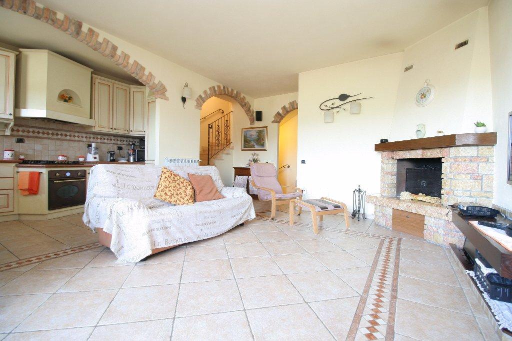 Soluzione Indipendente in vendita a San Gimignano, 6 locali, prezzo € 298.000 | CambioCasa.it