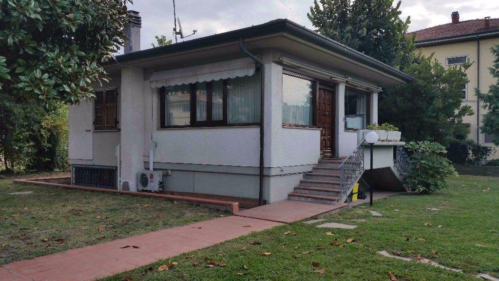 Soluzione Indipendente in affitto a Carrara, 3 locali, prezzo € 500 | CambioCasa.it