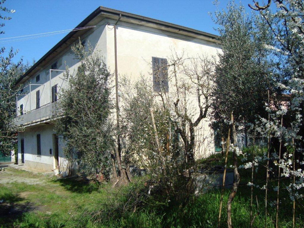 Soluzione Indipendente in vendita a Lamporecchio, 12 locali, prezzo € 175.000 | CambioCasa.it