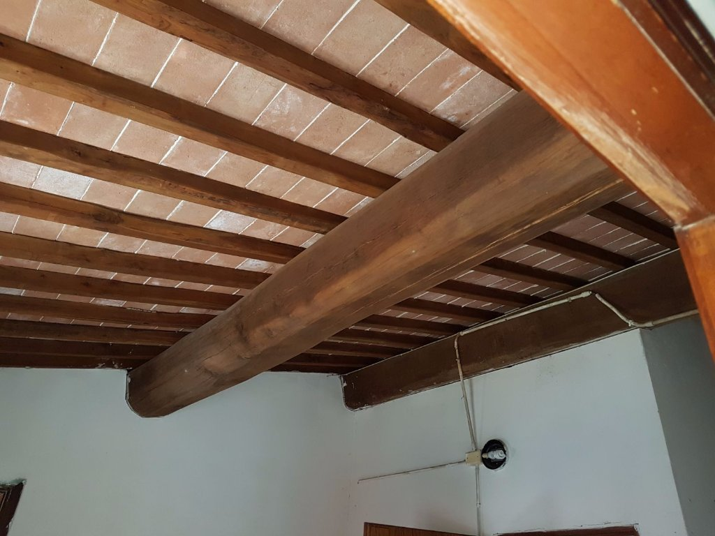 Appartamento in vendita a Colle di Val d'Elsa, 4 locali, prezzo € 75.000   CambioCasa.it