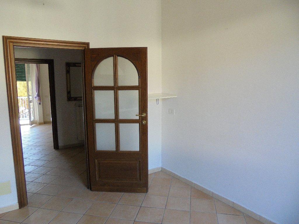Appartamento in vendita a Massa, 5 locali, prezzo € 160.000 | CambioCasa.it
