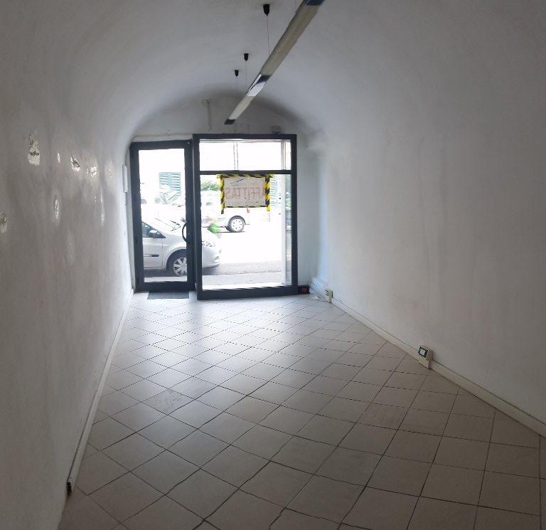 Negozio / Locale in Affitto a Cascina