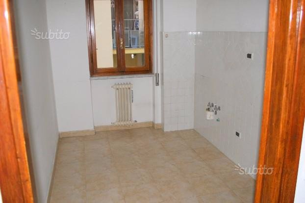 Appartamento in affitto a Massa, 4 locali, prezzo € 600 | CambioCasa.it