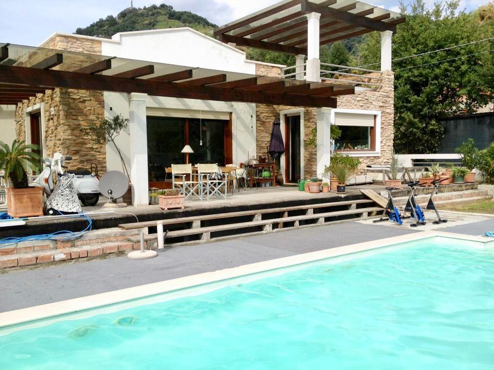 Villa in vendita a Massa, 6 locali, prezzo € 490.000 | CambioCasa.it
