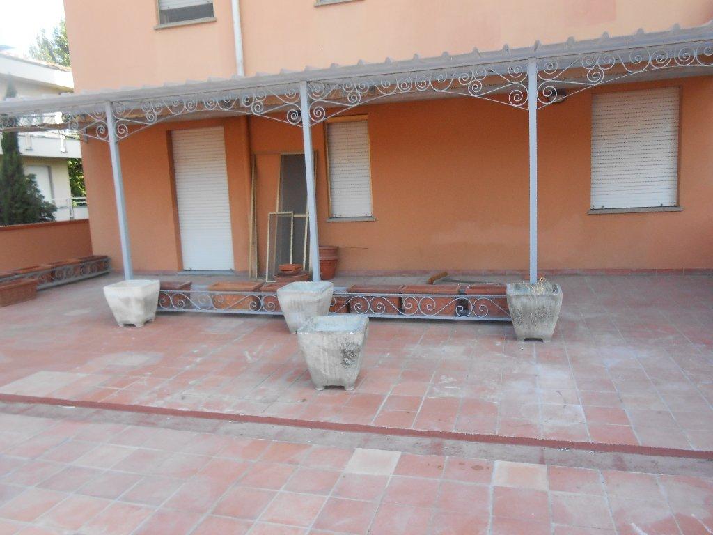 Appartamento in vendita a Pontedera, 6 locali, prezzo € 270.000 | CambioCasa.it