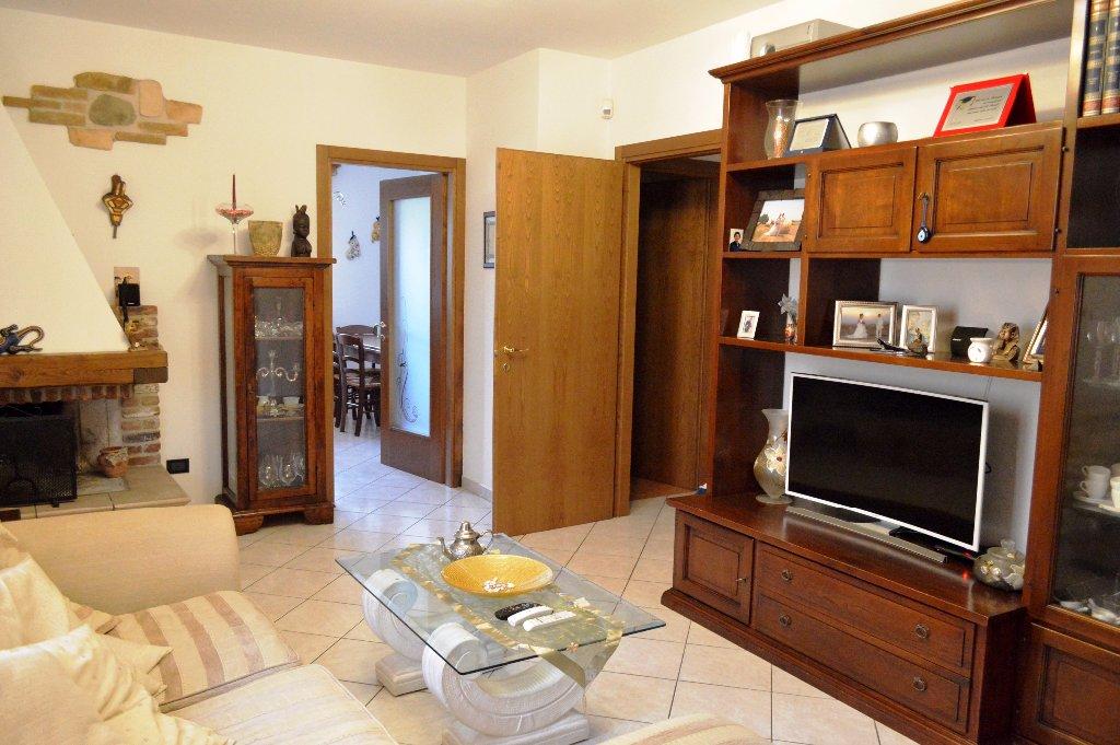 Soluzione Indipendente in vendita a Lamporecchio, 4 locali, prezzo € 250.000 | CambioCasa.it