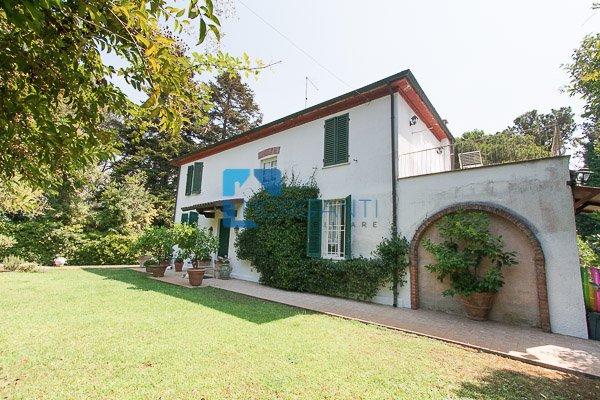 Villa in vendita a Pietrasanta, 6 locali, prezzo € 1.350.000 | CambioCasa.it