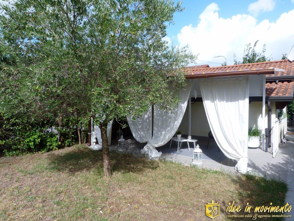 Casa singola in vendita a Cinquale, Montignoso (MS)