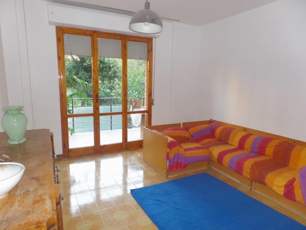 Appartamento in vendita a Massa, 3 locali, prezzo € 215.000 | CambioCasa.it