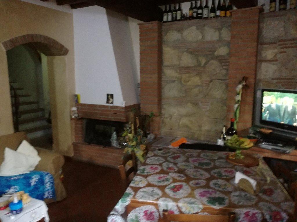 Rustico / Casale in vendita a Vecchiano, 7 locali, prezzo € 260.000   CambioCasa.it