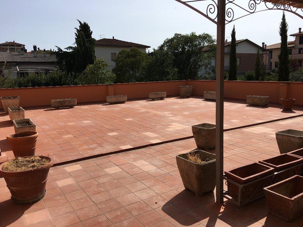Appartamento in vendita a Pontedera, 7 locali, prezzo € 270.000 | CambioCasa.it