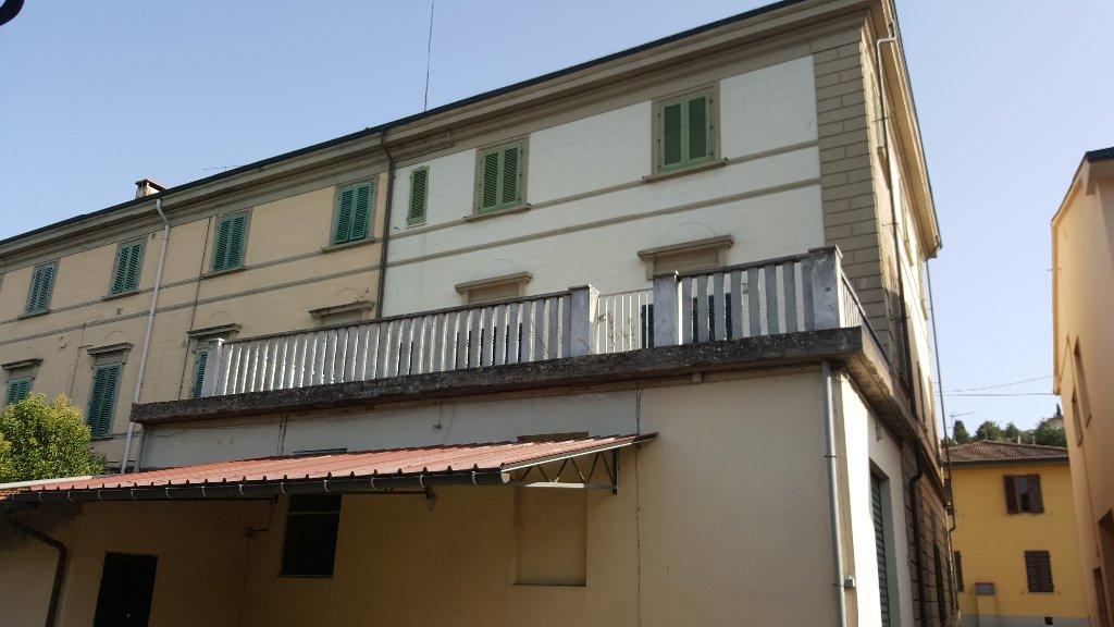 Palazzo / Stabile in Vendita a San Miniato