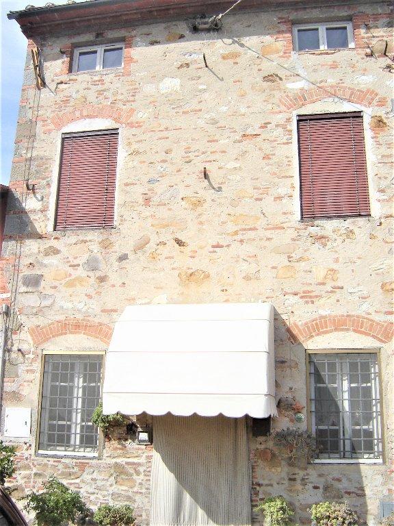 Soluzione Indipendente in affitto a Capannori, 5 locali, prezzo € 650 | CambioCasa.it