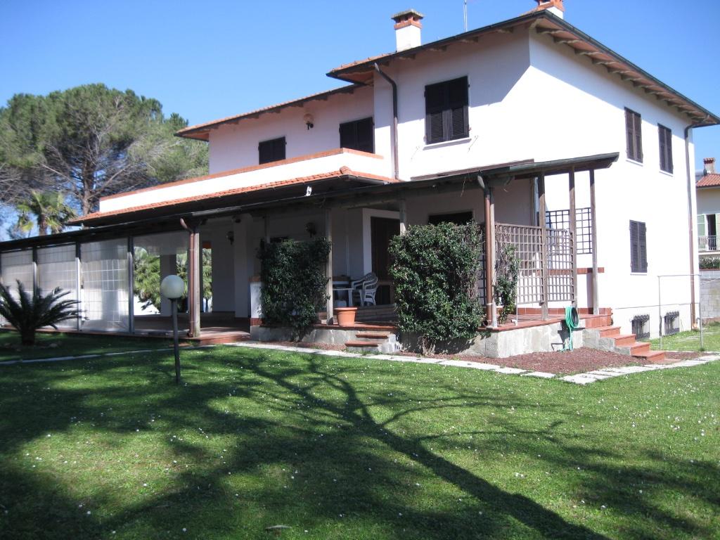 Villa in vendita a Carrara, 13 locali, Trattative riservate | CambioCasa.it