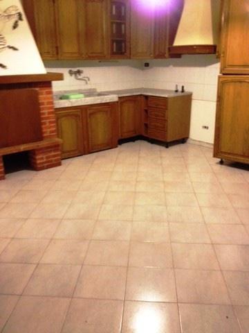 Appartamento in vendita a Carrara, 4 locali, prezzo € 100.000   CambioCasa.it
