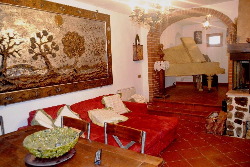 Soluzione Indipendente in vendita a Poggibonsi, 5 locali, prezzo € 190.000 | CambioCasa.it
