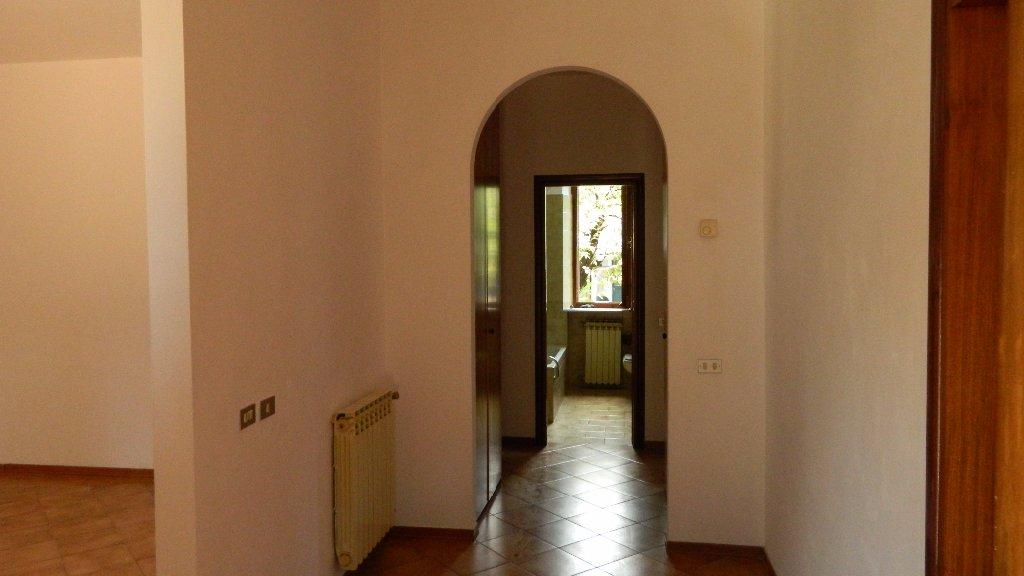 Appartamento in affitto a Santo Stefano di Magra, 4 locali, prezzo € 650 | CambioCasa.it