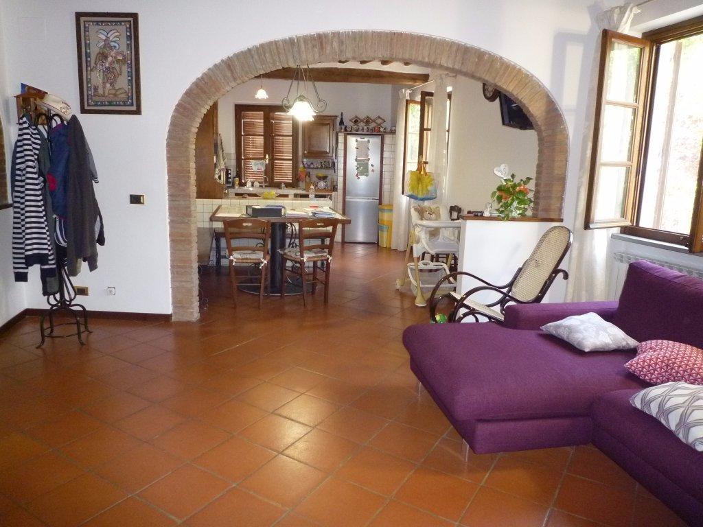 Appartamento in vendita a San Miniato, 5 locali, prezzo € 160.000 | CambioCasa.it