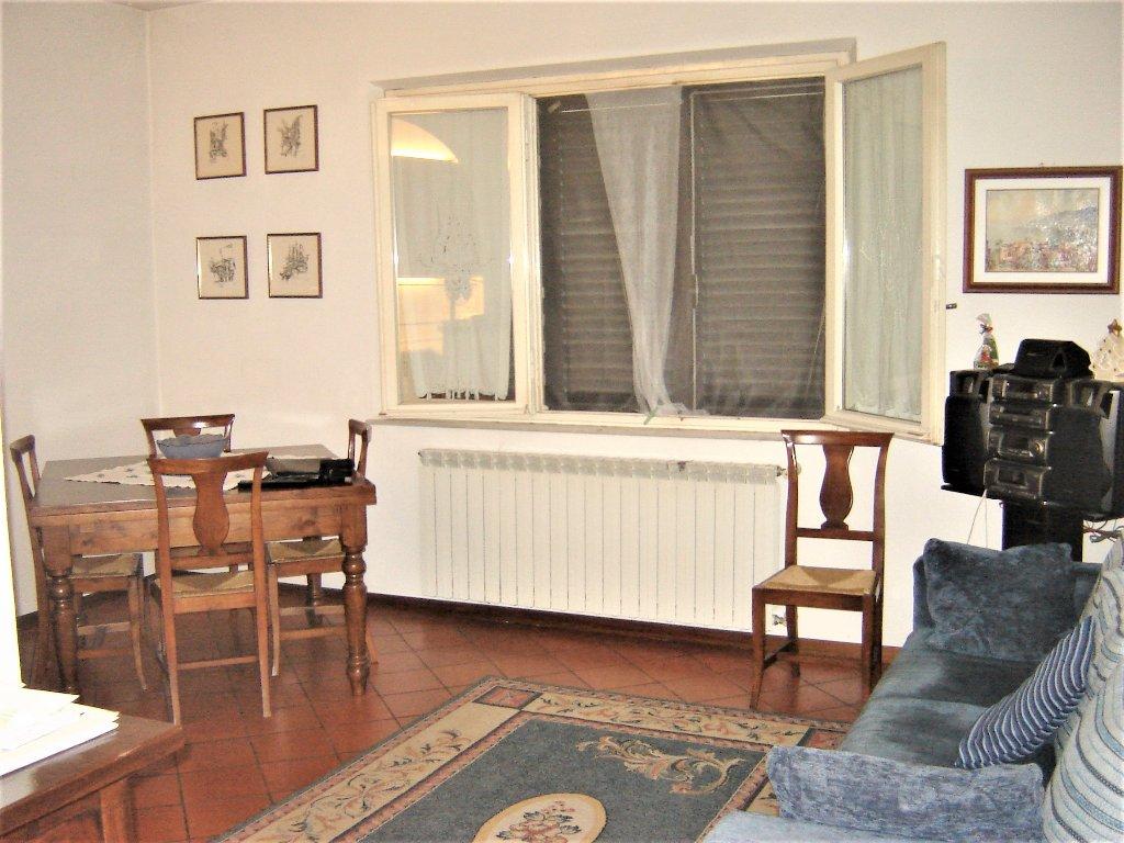 Soluzione Indipendente in vendita a Porcari, 7 locali, prezzo € 170.000 | CambioCasa.it