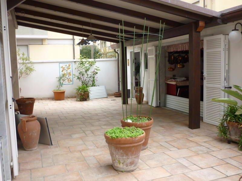 Soluzione Indipendente in vendita a Carrara, 8 locali, prezzo € 600.000 | CambioCasa.it