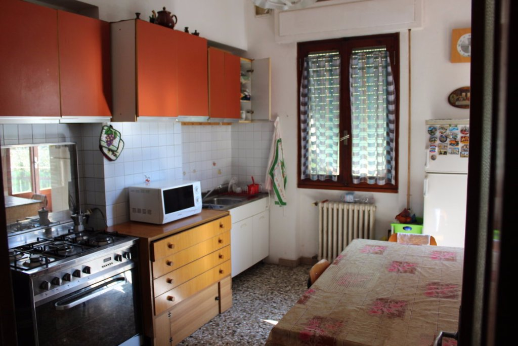 Appartamento in vendita a Pistoia, 4 locali, prezzo € 110.000 | CambioCasa.it