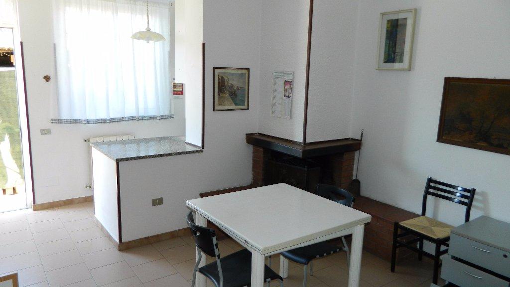 Appartamento in affitto a Castelnuovo Magra, 2 locali, prezzo € 400 | CambioCasa.it
