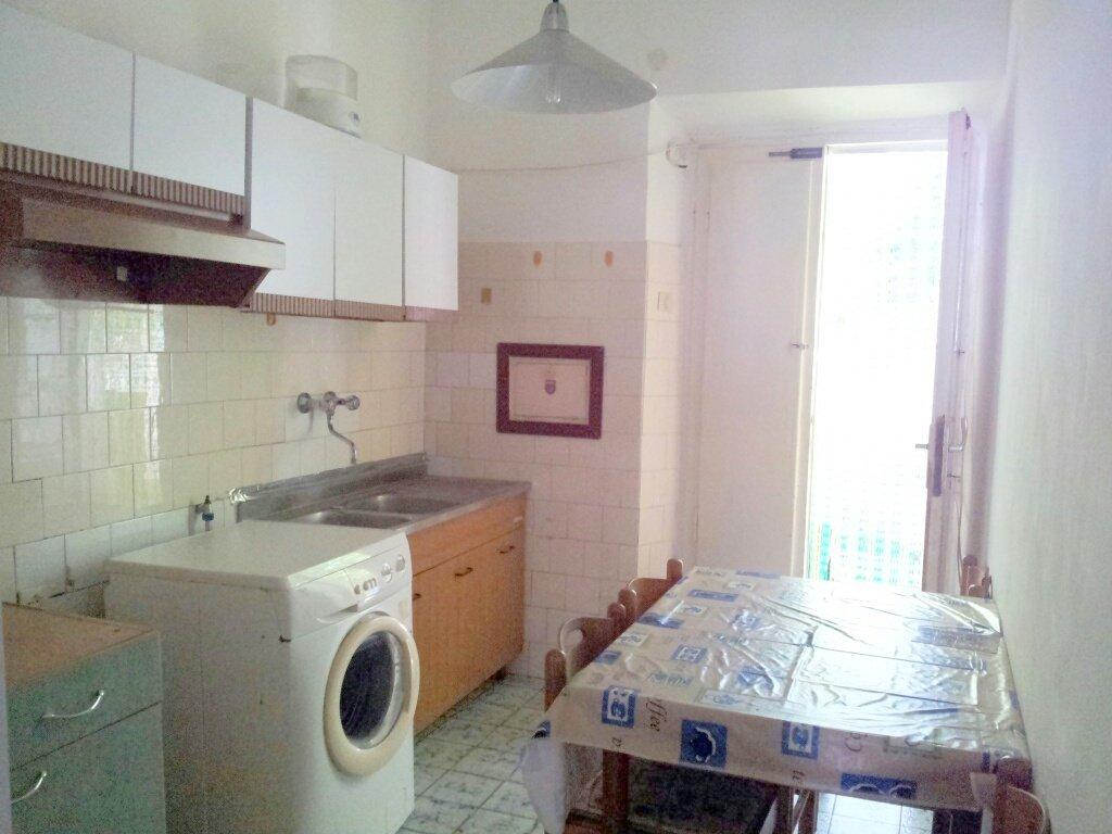 Appartamento in vendita a Livorno, 3 locali, prezzo € 80.000   CambioCasa.it