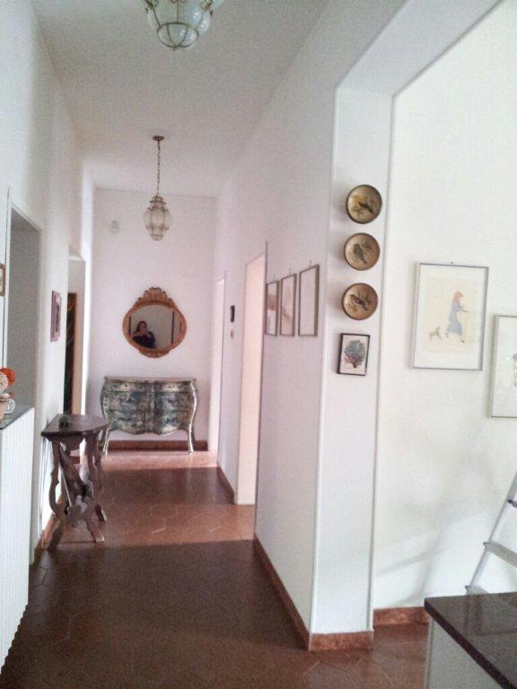 Appartamento in vendita a Livorno, 5 locali, prezzo € 200.000 | CambioCasa.it