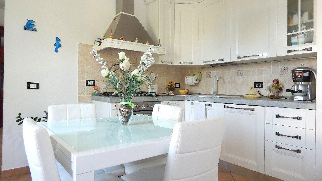 Villa a Schiera in vendita a Bientina, 4 locali, prezzo € 165.000   CambioCasa.it