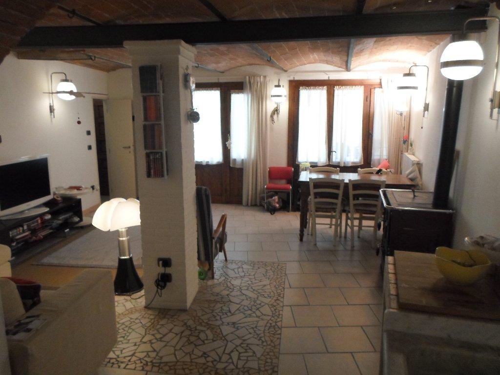 Soluzione Indipendente in vendita a Pontedera, 7 locali, prezzo € 132.000 | CambioCasa.it