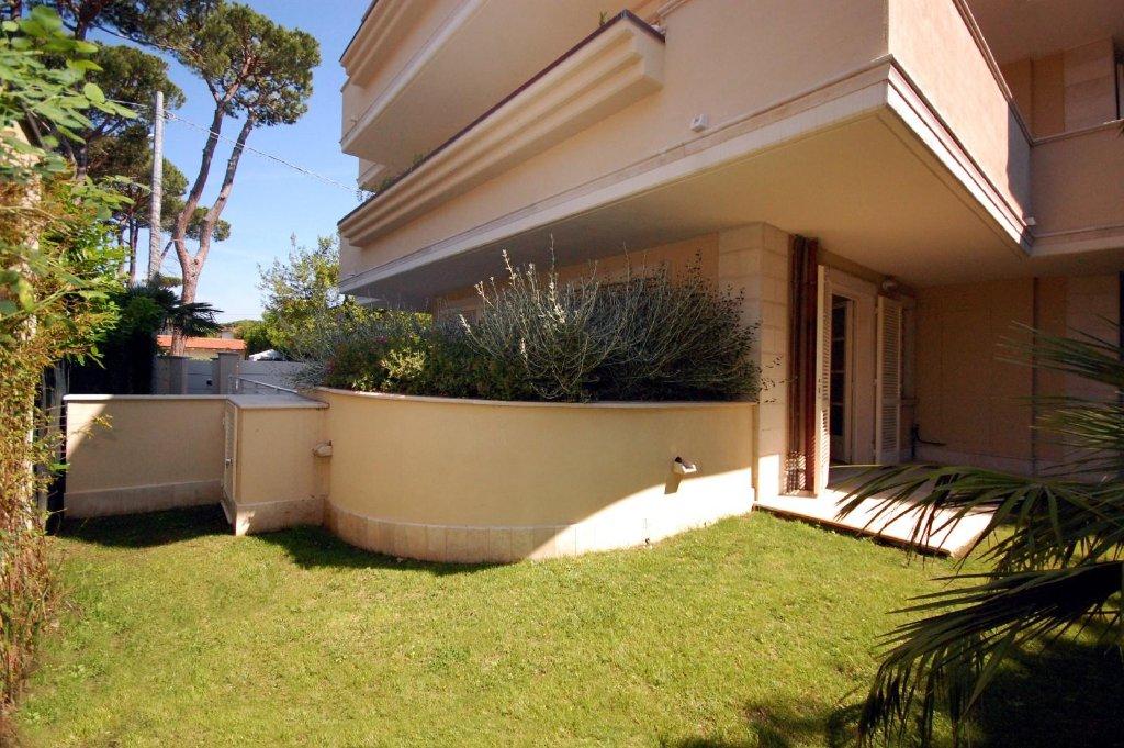 Appartamento in vendita a Pietrasanta, 7 locali, prezzo € 850.000   CambioCasa.it