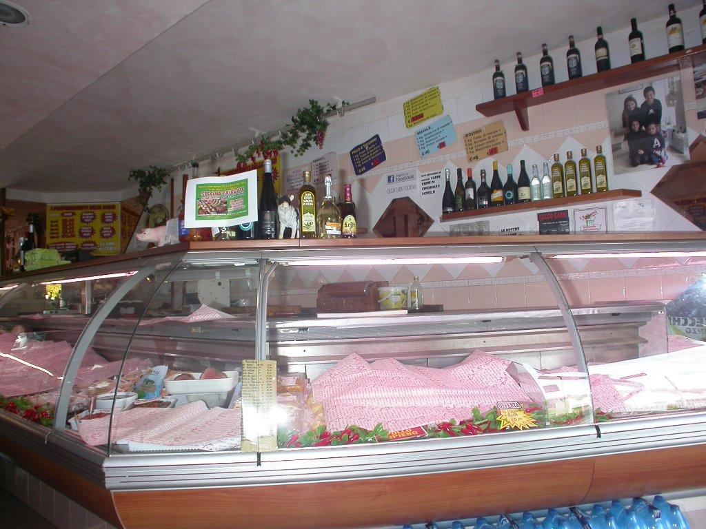Locale comm.le/Fondo in vendita - Migliarina, Viareggio