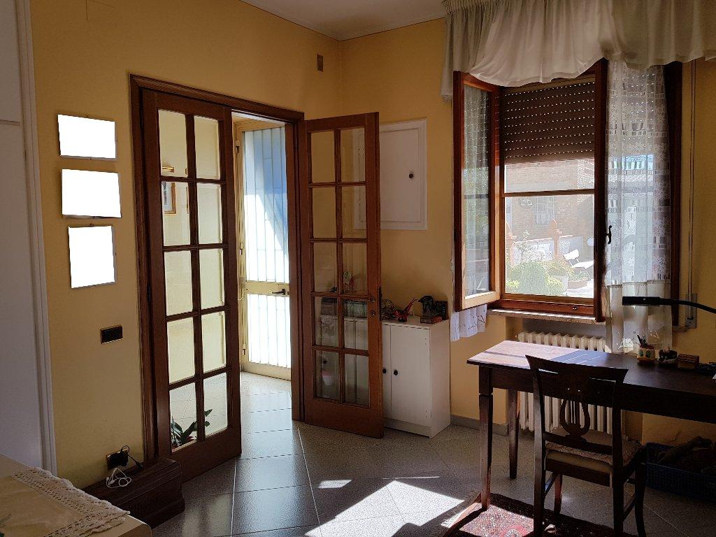 Soluzione Indipendente in vendita a Empoli, 6 locali, prezzo € 235.000 | CambioCasa.it