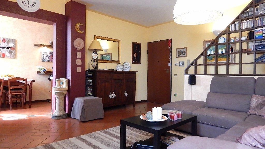 Appartamento in vendita a Calcinaia, 4 locali, prezzo € 136.000 | CambioCasa.it