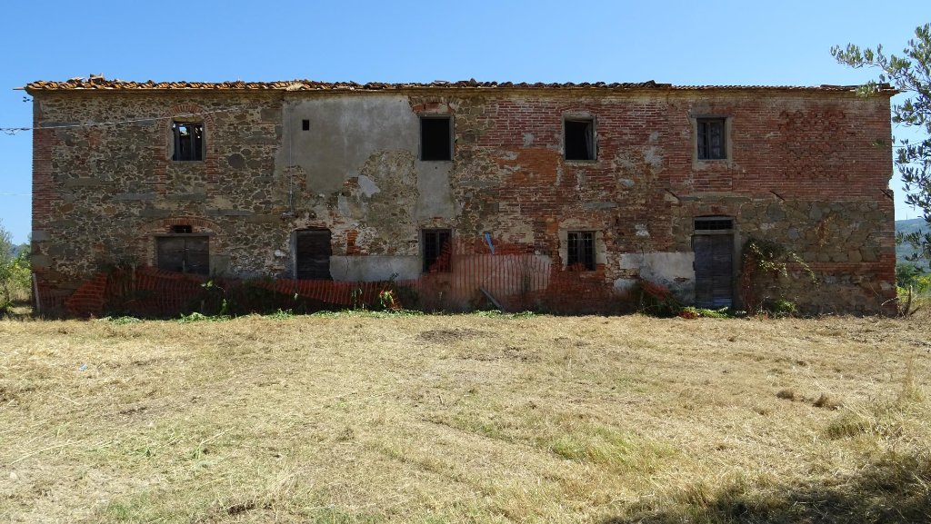 Rustico / Casale in vendita a Lamporecchio, 10 locali, prezzo € 270.000 | CambioCasa.it