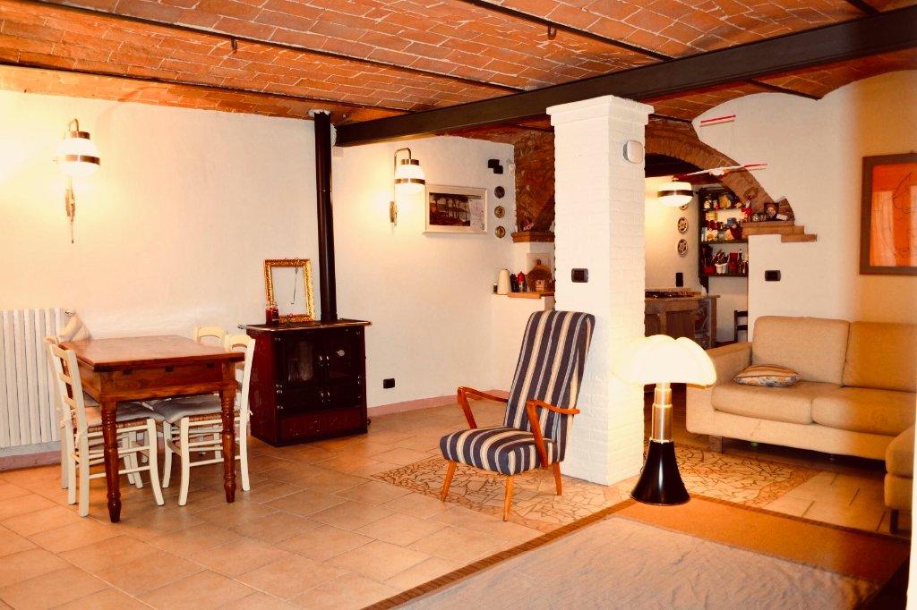 Rustico / Casale in vendita a Pontedera, 7 locali, prezzo € 132.000 | CambioCasa.it