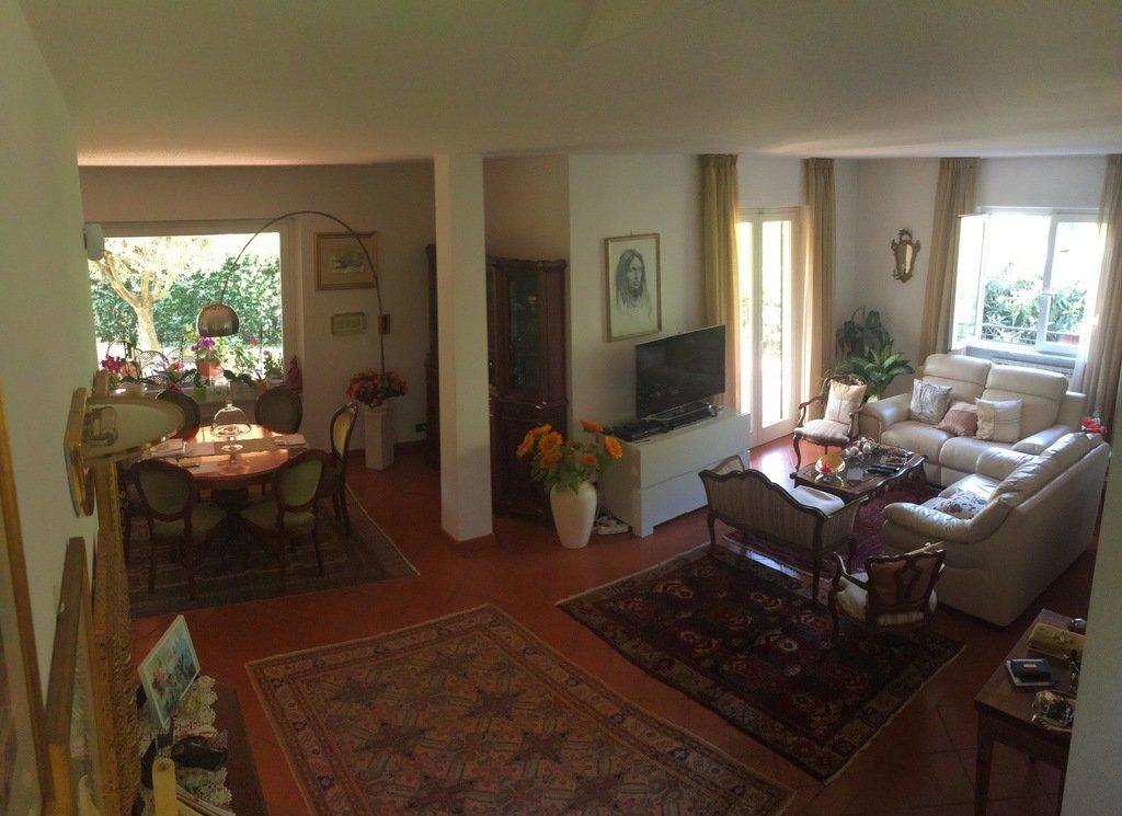 Villa in vendita a Carrara, 9 locali, prezzo € 650.000 | CambioCasa.it