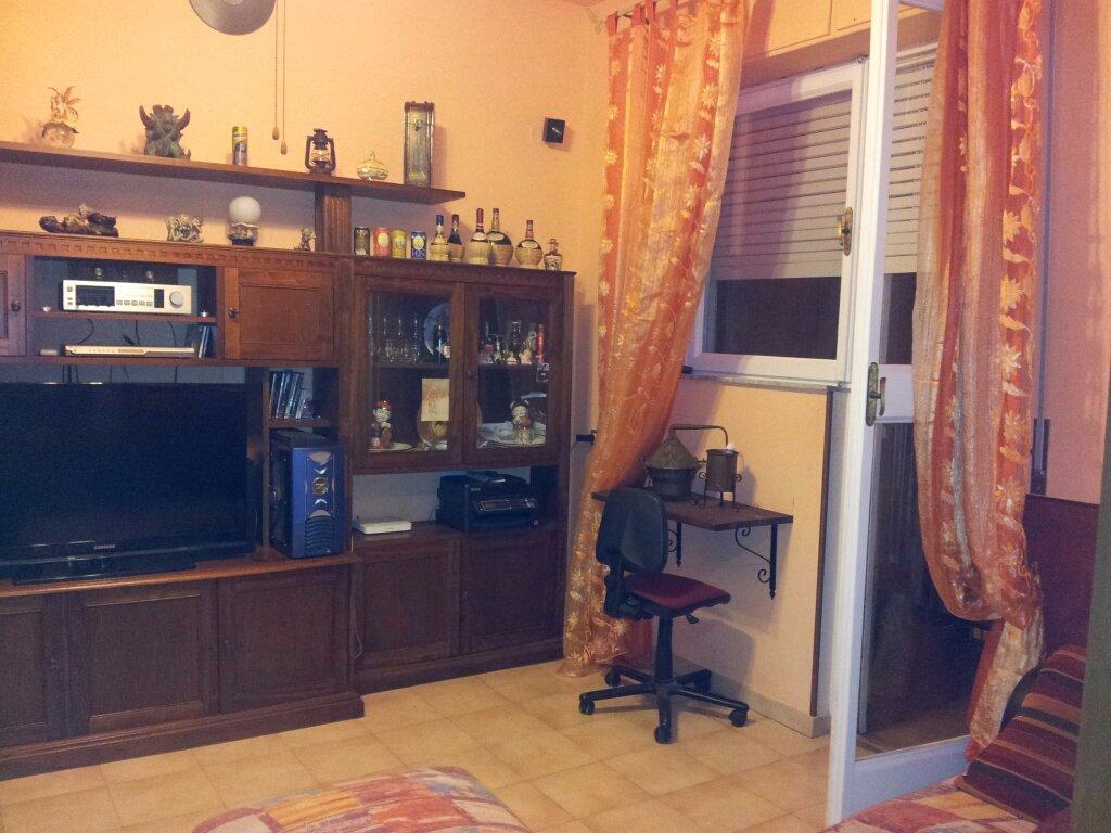 Appartamento in vendita a Livorno, 5 locali, prezzo € 155.000 | CambioCasa.it
