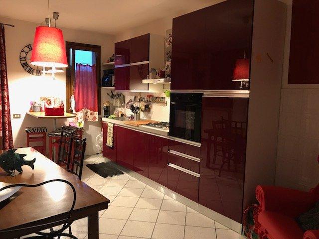 Appartamento in vendita a Massa e Cozzile, 6 locali, prezzo € 170.000 | CambioCasa.it