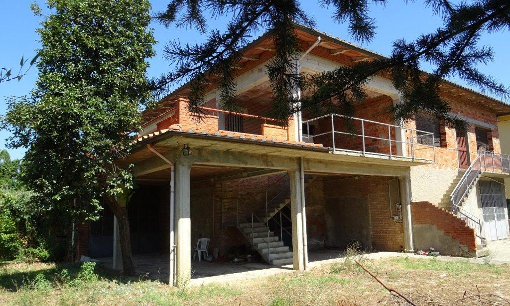 Rustico / Casale in vendita a Lamporecchio, 9 locali, prezzo € 298.000 | CambioCasa.it