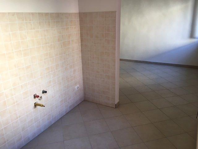 Appartamento in vendita a Calci, 4 locali, prezzo € 120.000 | CambioCasa.it