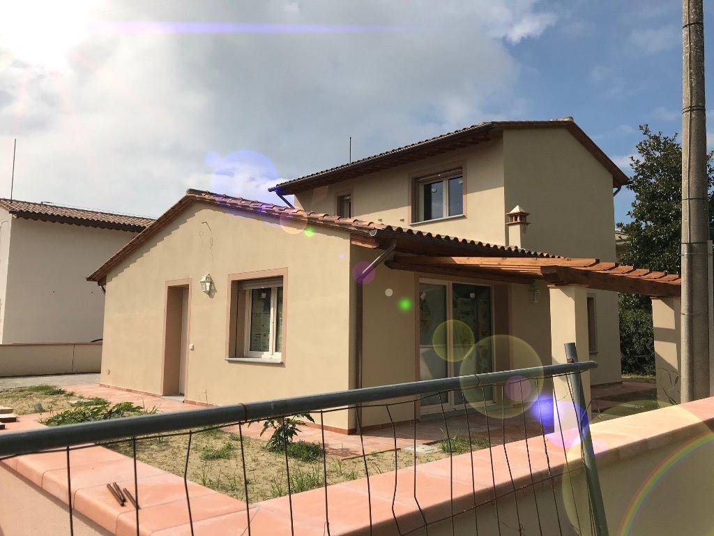 Villa in vendita a Bientina, 5 locali, prezzo € 330.000 | CambioCasa.it