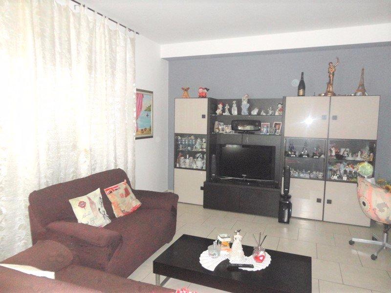 Appartamento in vendita a Carrara, 5 locali, prezzo € 238.000   CambioCasa.it